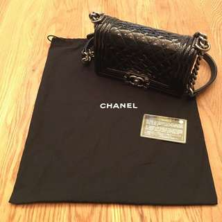 Chanel Boy 20cm in patent leather in black!!