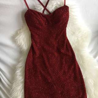 Red Sparkly Body-con Dress!
