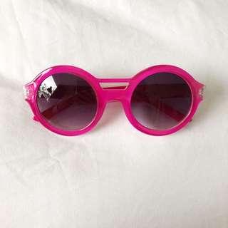 Quay hot pink retro round frame sunglasses