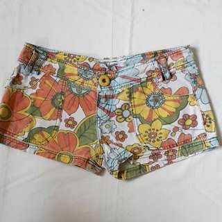 Celana Pendek Motif Bunga