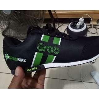 Sepatu Sneaker Grab