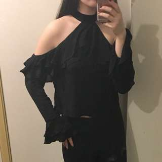 BNWT black cold shoulder ruffle top