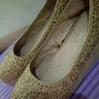 Wedge Close Shoes Gold