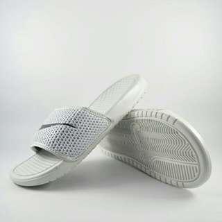 Sandal selop nike putih