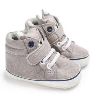 Sepatu prewalker bayi