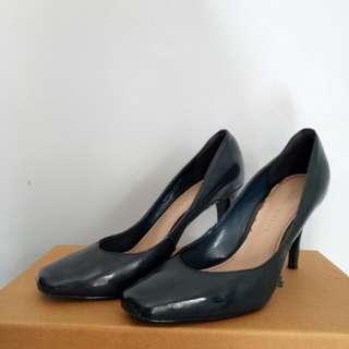 Sepatu Kerja Charles and Keith