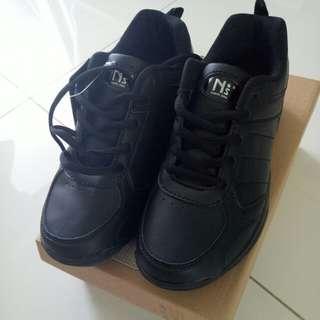 Brand new black school shoes size 5 bata northstar