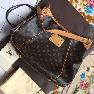 Louis vuitton  not gucci prada ferragamo burberry