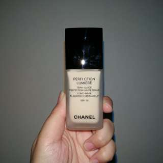 Chanel Perfection Lumiere Foundation in 10 Beige