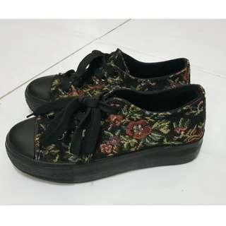 Platform Shoes Floral (Sepatu Platform Floral)