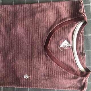 Volcom Tshirt V neck size S/P