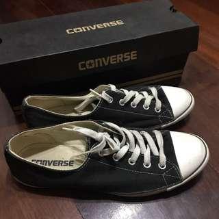 Converse Black (Dainty Ox)