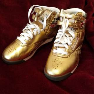 🚚 Reebok 金色經典鞋