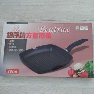 【碧翠絲 Beatrice】鋁壓鑄方型煎鍋28公分