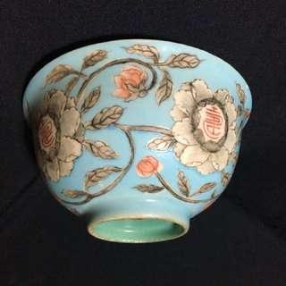 清代永庆長春款粉彩碗。到代美觀。15 cm x 8 cm 高, 特价S$6,000 . 可以商议。