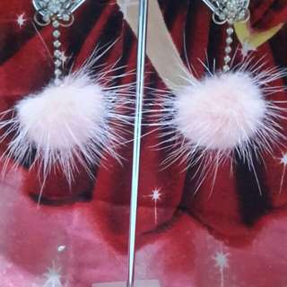 anting-anting warna pink