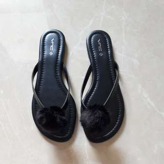 Sandal bulu hitam VNC