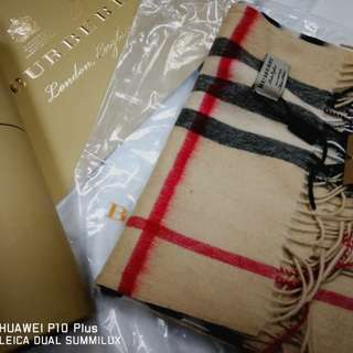 Burberry 頸巾數量有限圓筒包裝