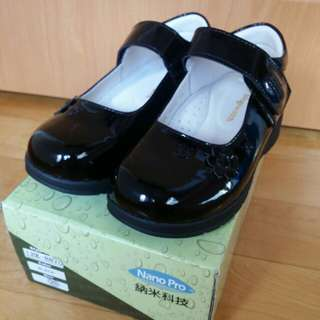 全新Kinghealth女童漆皮黑皮鞋(size29)