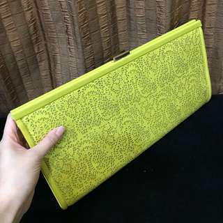 Yellow neon clutch