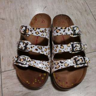 Dr. Kong health Slipper Size 33