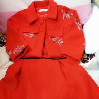 桃紅色套裝裙。因為買錯碼,蝕讓