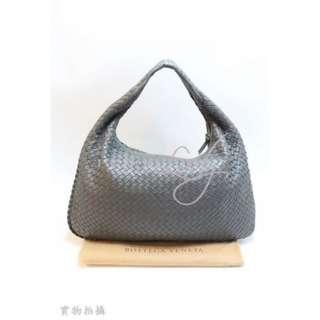 BOTTEGA VENETA 115654 Classic Veneta 經典灰色小羊皮編織彎月包 (大號)