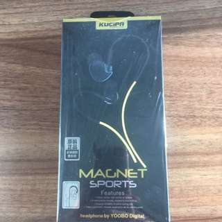 Magnet sports noise cancelling earphones