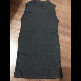 Sleeveless turtle neck fitted grey
