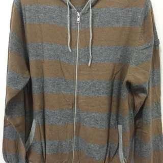 Sweater/jaket w/ Hoodie