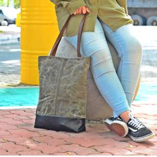 DIY WAXED TOTE BAG WITH LEATHER STRAP
