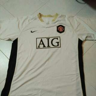 Manchester united jersey made in morrocco...pit 24