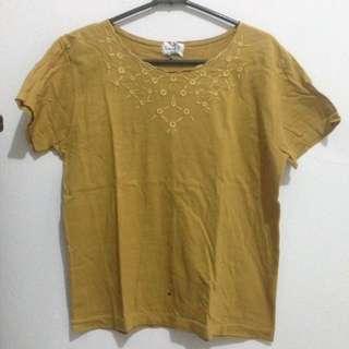tshirt mustard