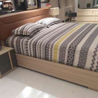 Kredit Olvie King Bed Set Dp 0%