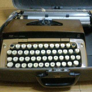 Vintage Smith Corona Typewriter w/ free case