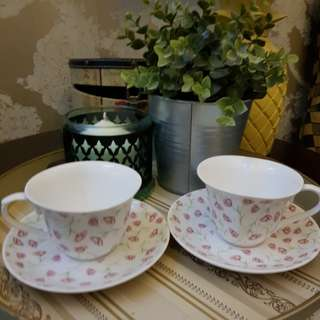 2 cups and saucers