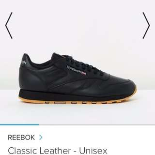 Mens Low Top Classic Reebok black sneaker