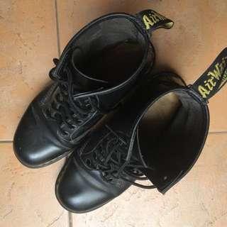 1460 8 Eye Boots Doc Martens