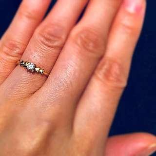 18C with 0.14 Carat Diamond Ring for petit finger