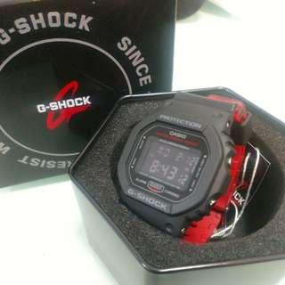 罕有Casio G-SHOCK DW5600HR-1 黑面白字暗紅錶帶