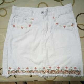 白色刺繡牛仔A字裙