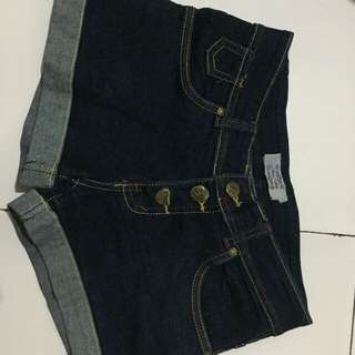 button jeans hot pants