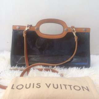 Louis Vuitton Roxbury Drive  For Inquiries:  please inbox me 💃  Or SMS/Viber: 09074357317 (No calls please)   Thank you so much!😘