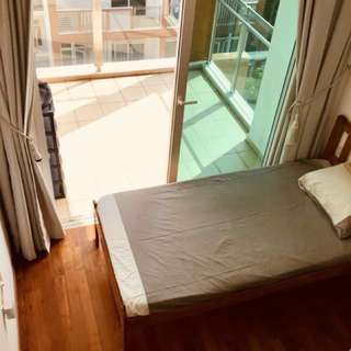 Condo Common Room with Balcony and own toilet/bath with Filipino flatmates