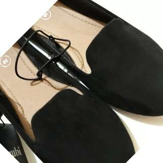 BLACK FLAT SHOES BY RUBY