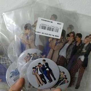 EXO SM Gift Set (2 Button Badge+ 2 Large Transparent Group Photocard) - 4 Sets left