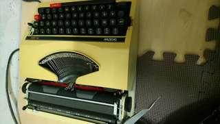 🚚 1200無故障無損壞超美古董打字機