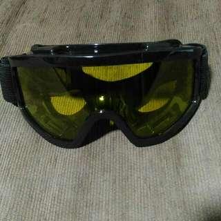 Goggles Yellow Tint
