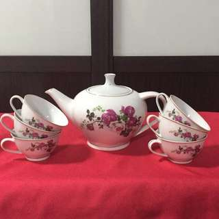 Florals Teapot And Cups