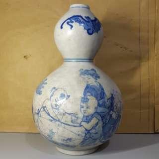 清朝壺形瓷瓶 高六吋八分